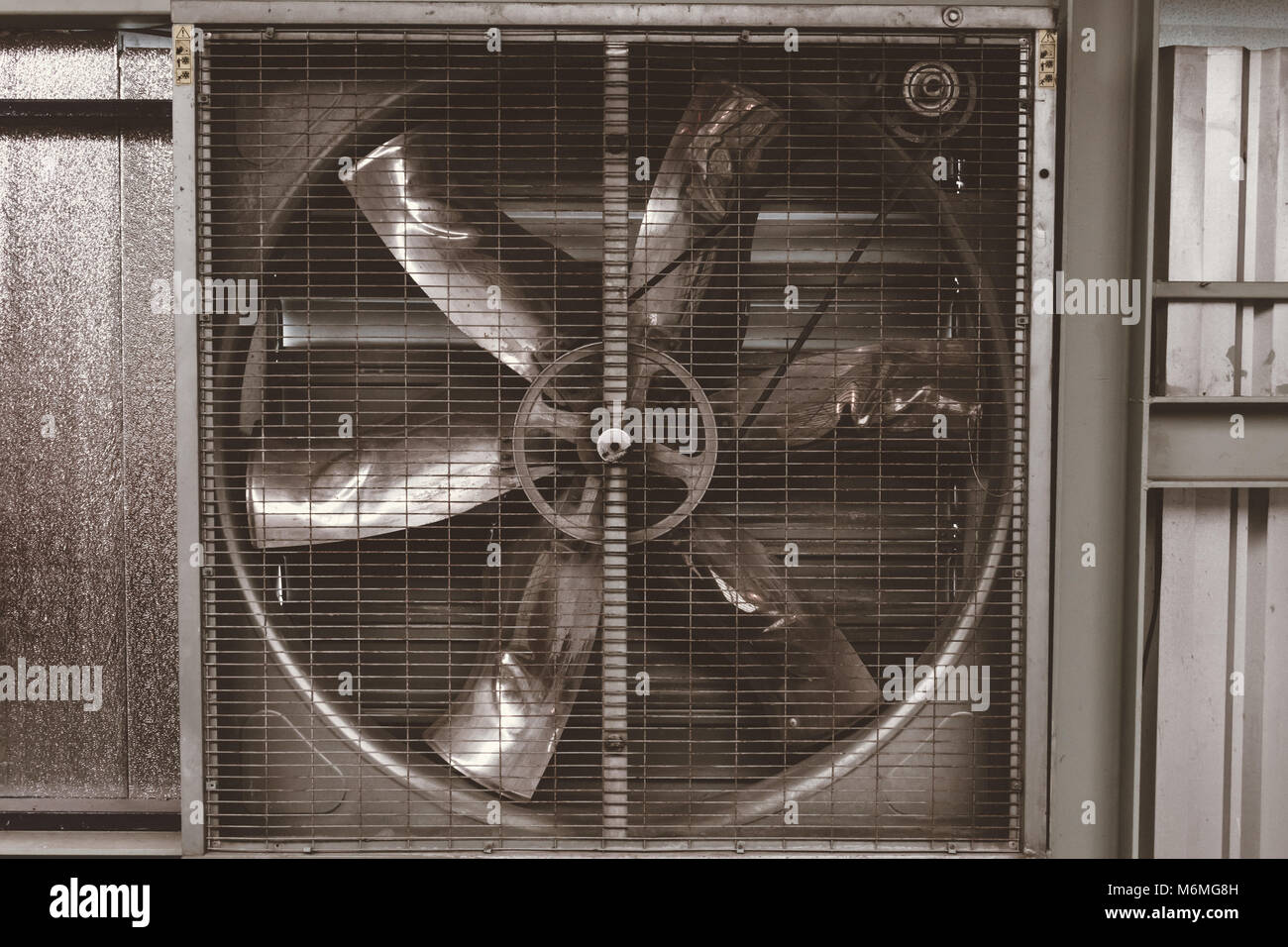 Ventilatoren das große, beschädigte Flügelräder Stockbild