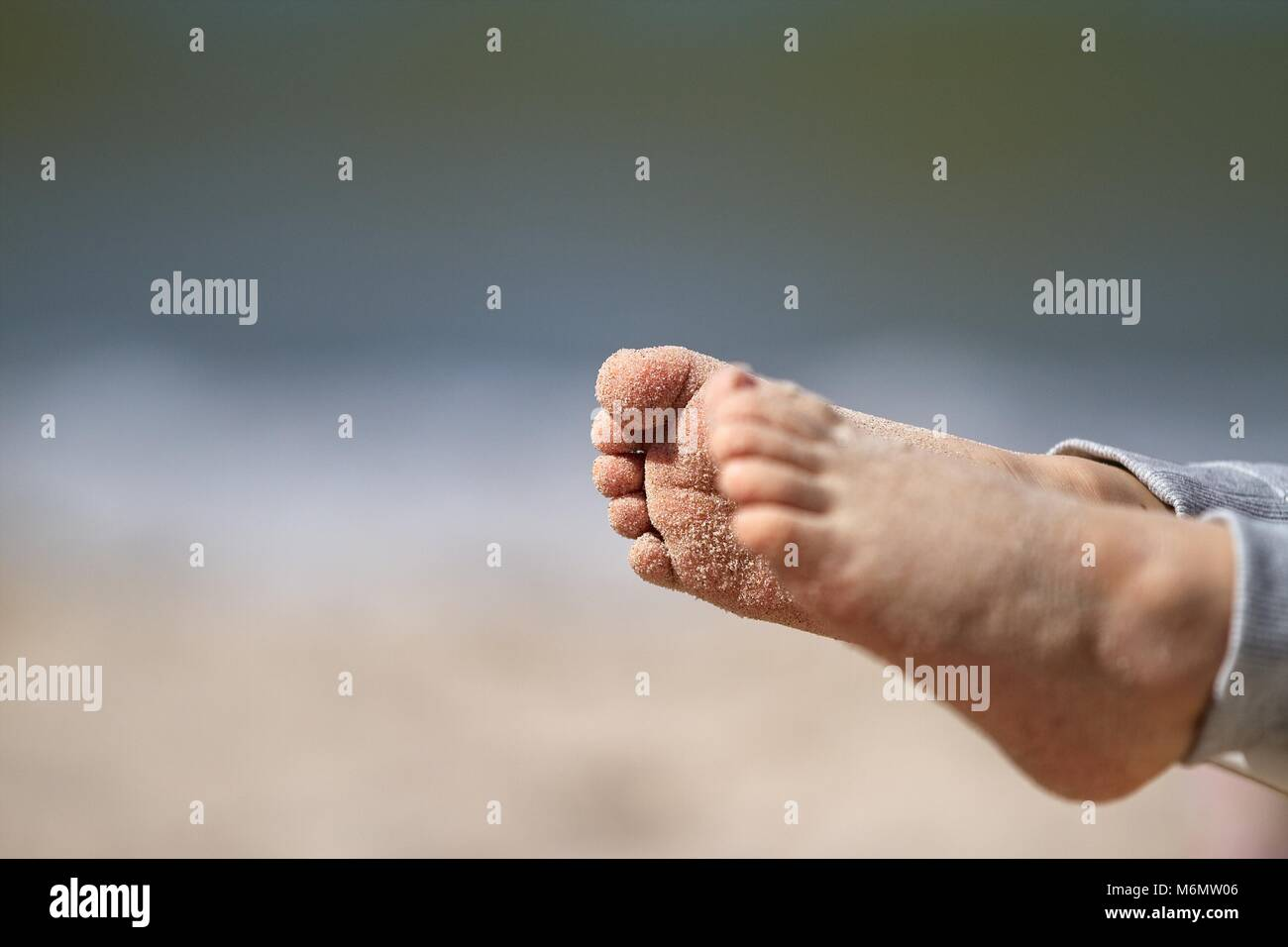 feet covered in sand stockfotos feet covered in sand bilder alamy. Black Bedroom Furniture Sets. Home Design Ideas