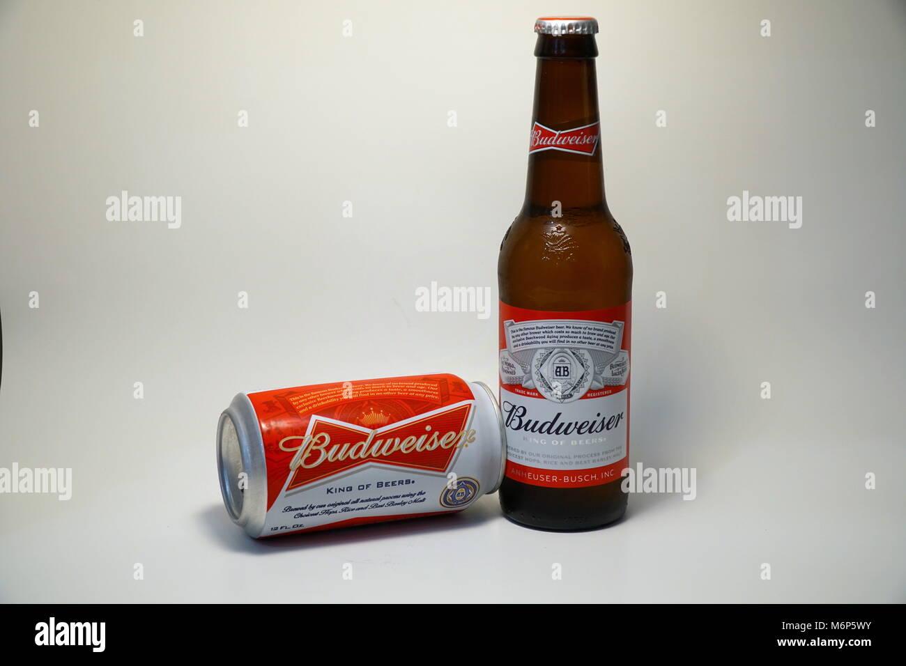 Budweiser Bier und Flasche. Im amerikanischen Stil, hellem Bier und ...