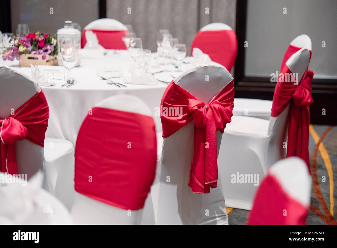 Die Hochzeitsfeier Essen Mit Orchideen Blumen Kerzen Weiss Spandex
