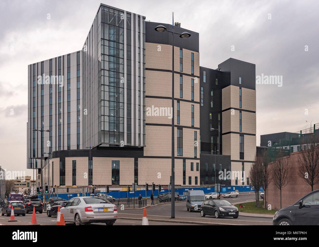 Die Hälfte abgeschlossen neue Royal Liverpool Hospital. Früher im Bau von verstorbenen Glockenspiel. Stockbild