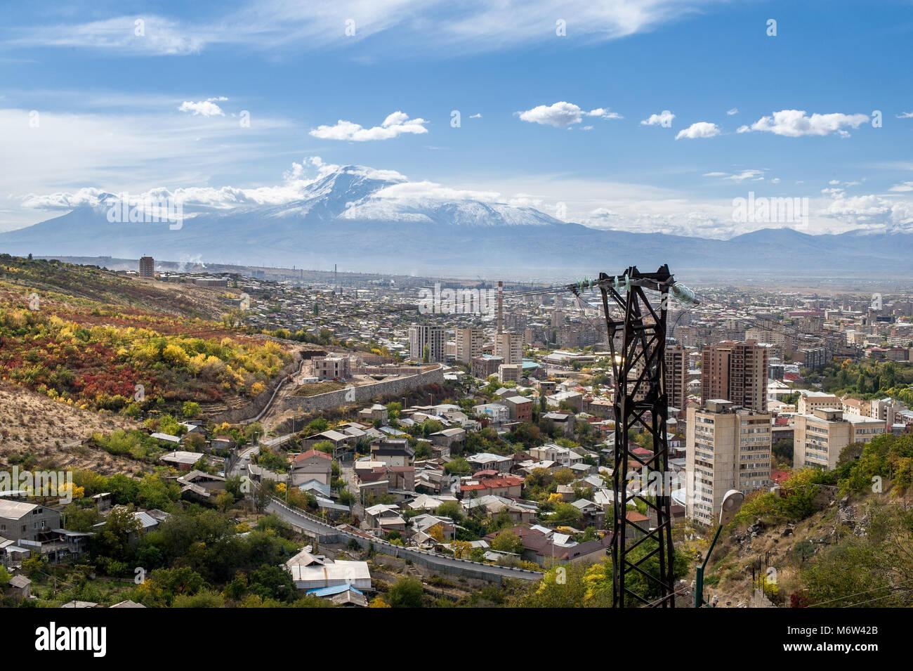 Eriwan Ist Die Hauptstadt Und Grosste Stadt Von Armenien Und Eine Der Altesten Ununterbrochen Bewohnten Stadte Der Welt Entlang Des Flusses Hrazdan Stockfotografie Alamy