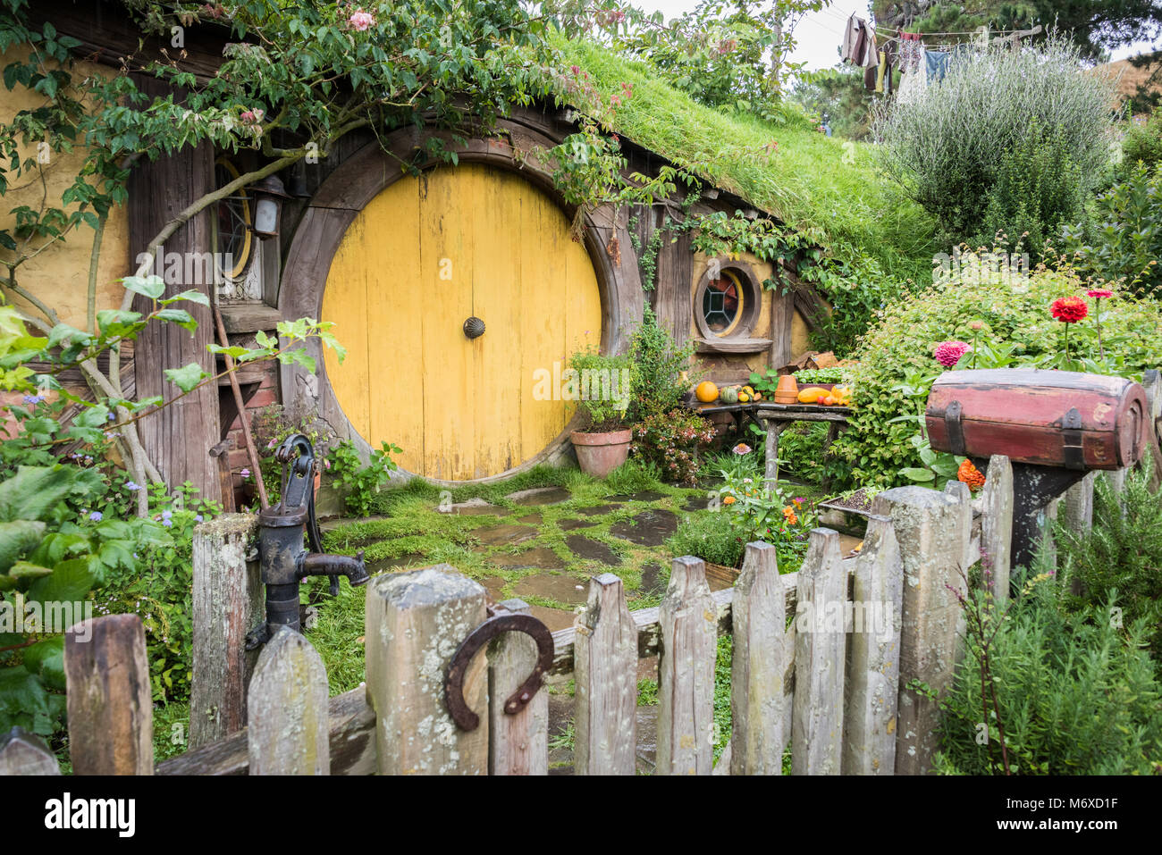 hobbit haus hobbiton movie matamata north island neuseeland stockfoto bild 176372603 alamy. Black Bedroom Furniture Sets. Home Design Ideas