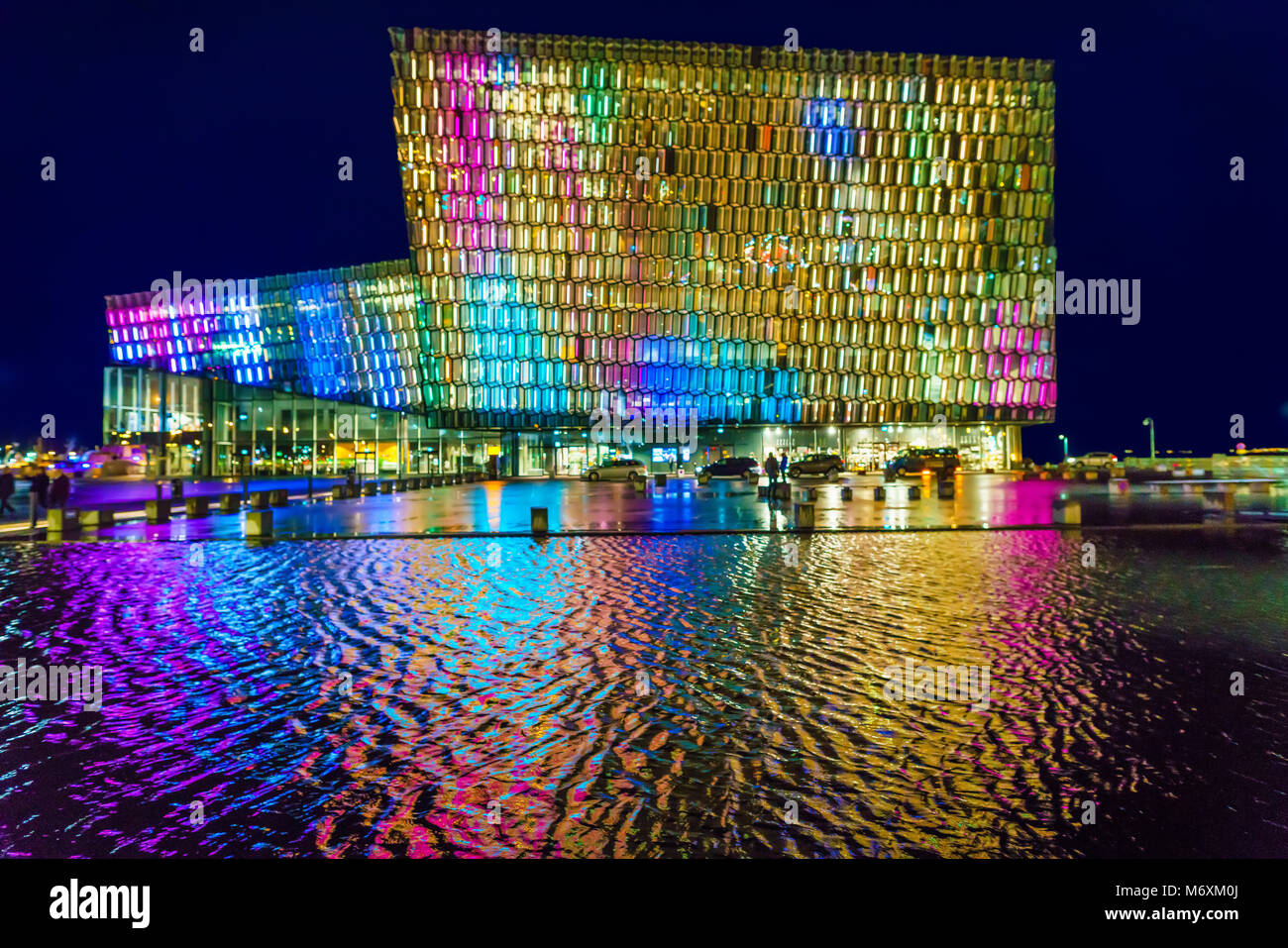Bunte Lichter - Winter Lights Festival, Harpa Music Hall und Konferenzzentrum, Reykjavik, Island Stockbild