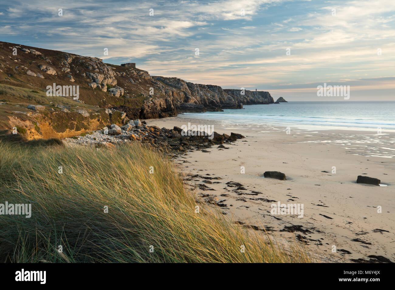 Anse de Pen Hat, Pointe de Pen-Hir, Halbinsel Crozon, Bretagne, Frankreich Stockbild