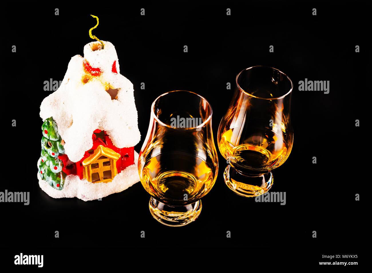 Single Weihnachten.Single Malt Whiskey Und Schöne Weihnachten Haus Kerze Weihnachten