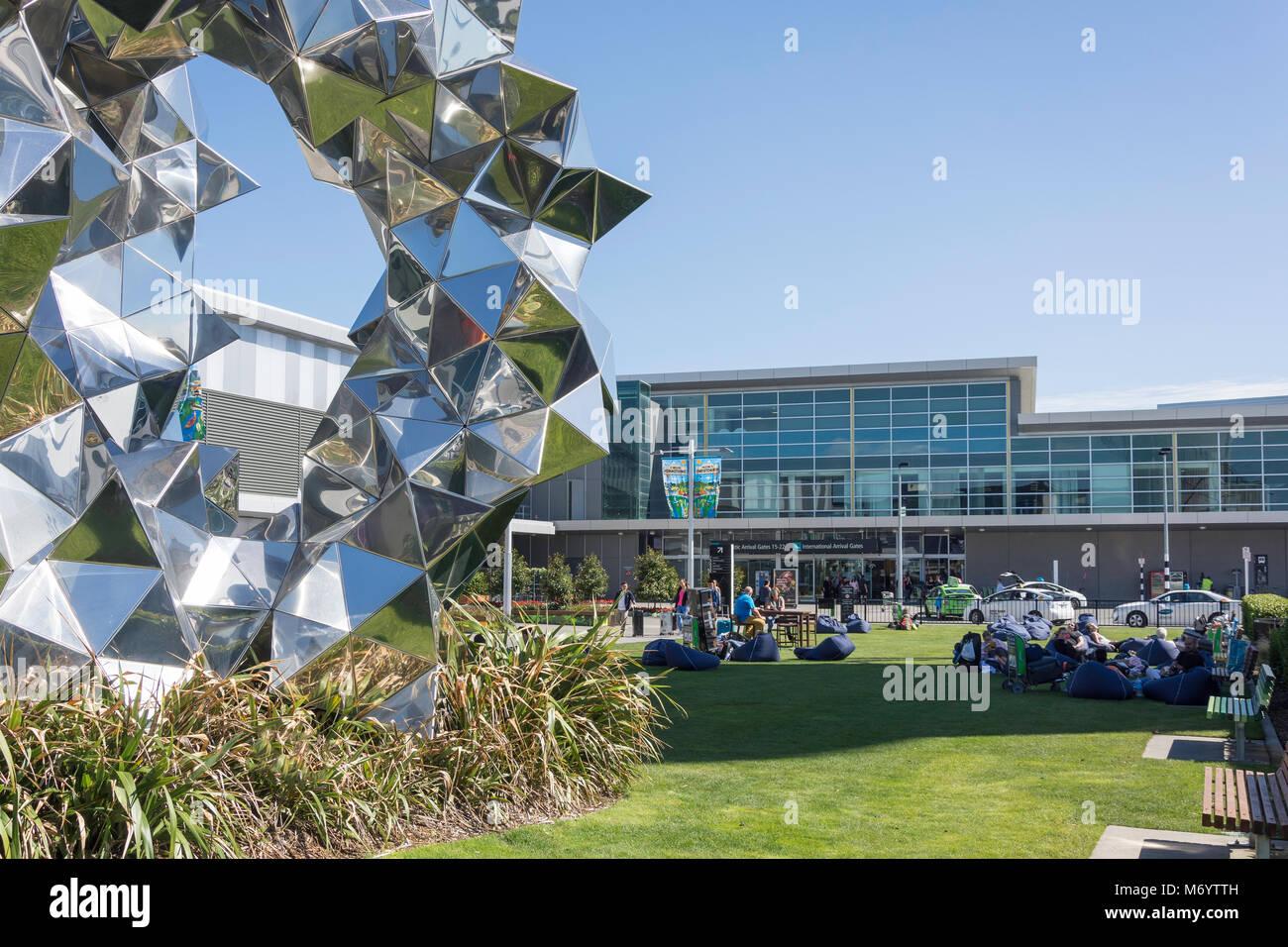 Cummulus Tor Pavillon Skulptur und Internationale Ankünfte Terminal am Flughafen Christchurch, Harewood, Christchurch, Stockbild