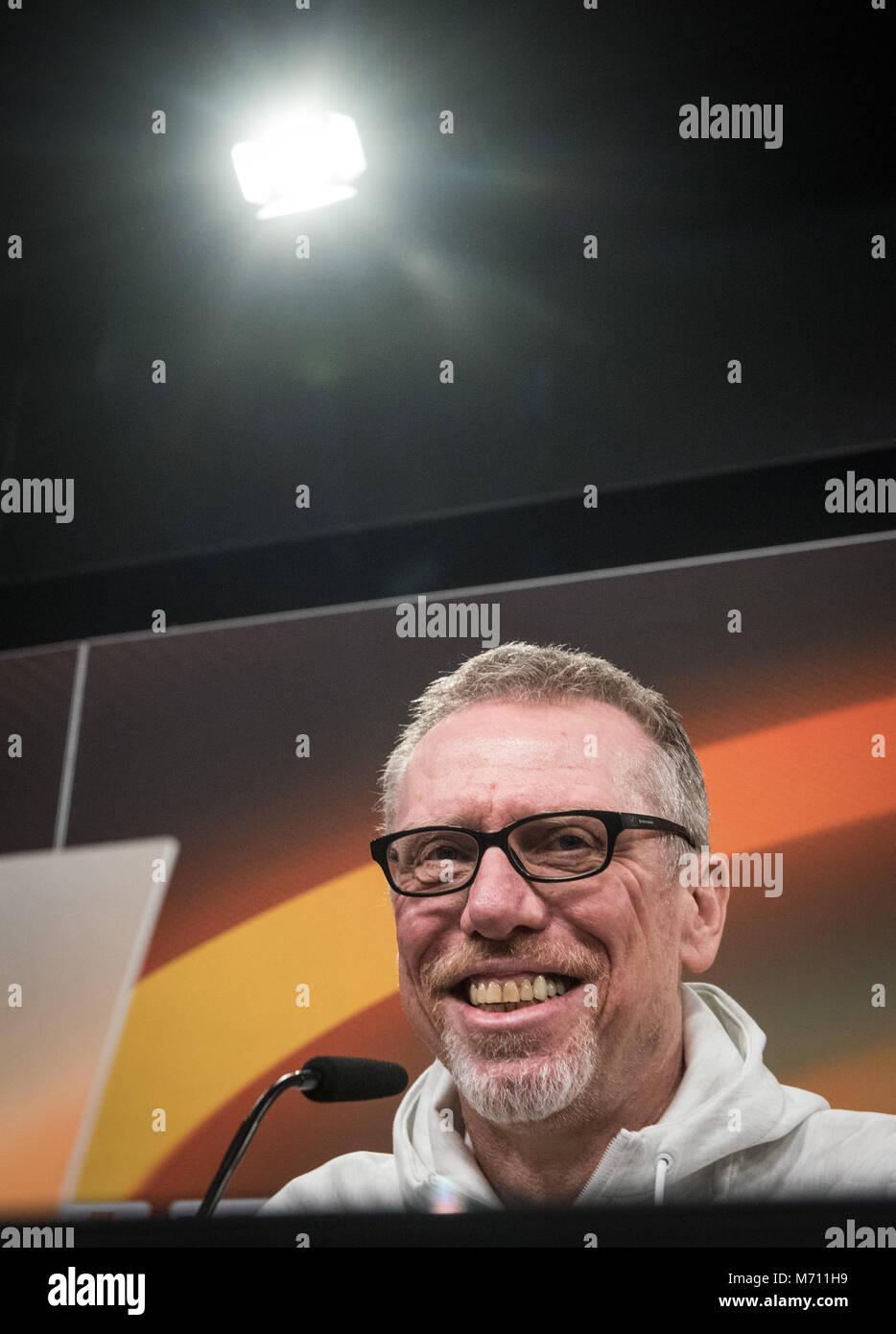 07 März 2018, Deutschland, Dortmund: Borussia Dortmunds Trainer Peter Stoeger gibt eine Pressekonferenz im Signal Stockfoto