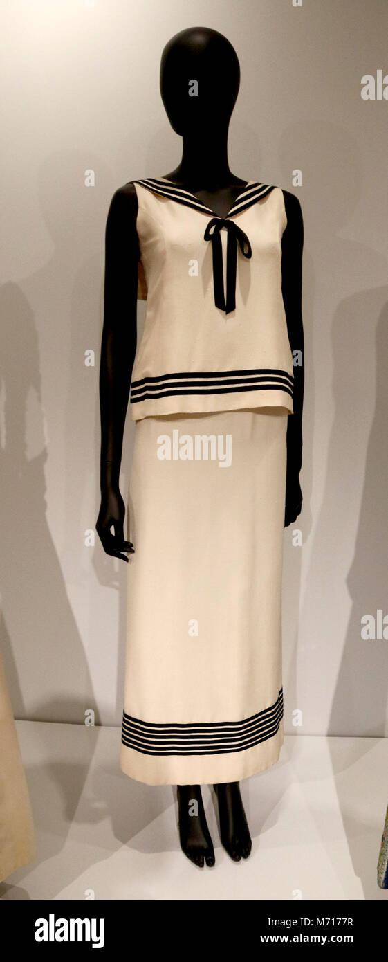 Who Designed Her Dress Stockfotos & Who Designed Her Dress Bilder ...