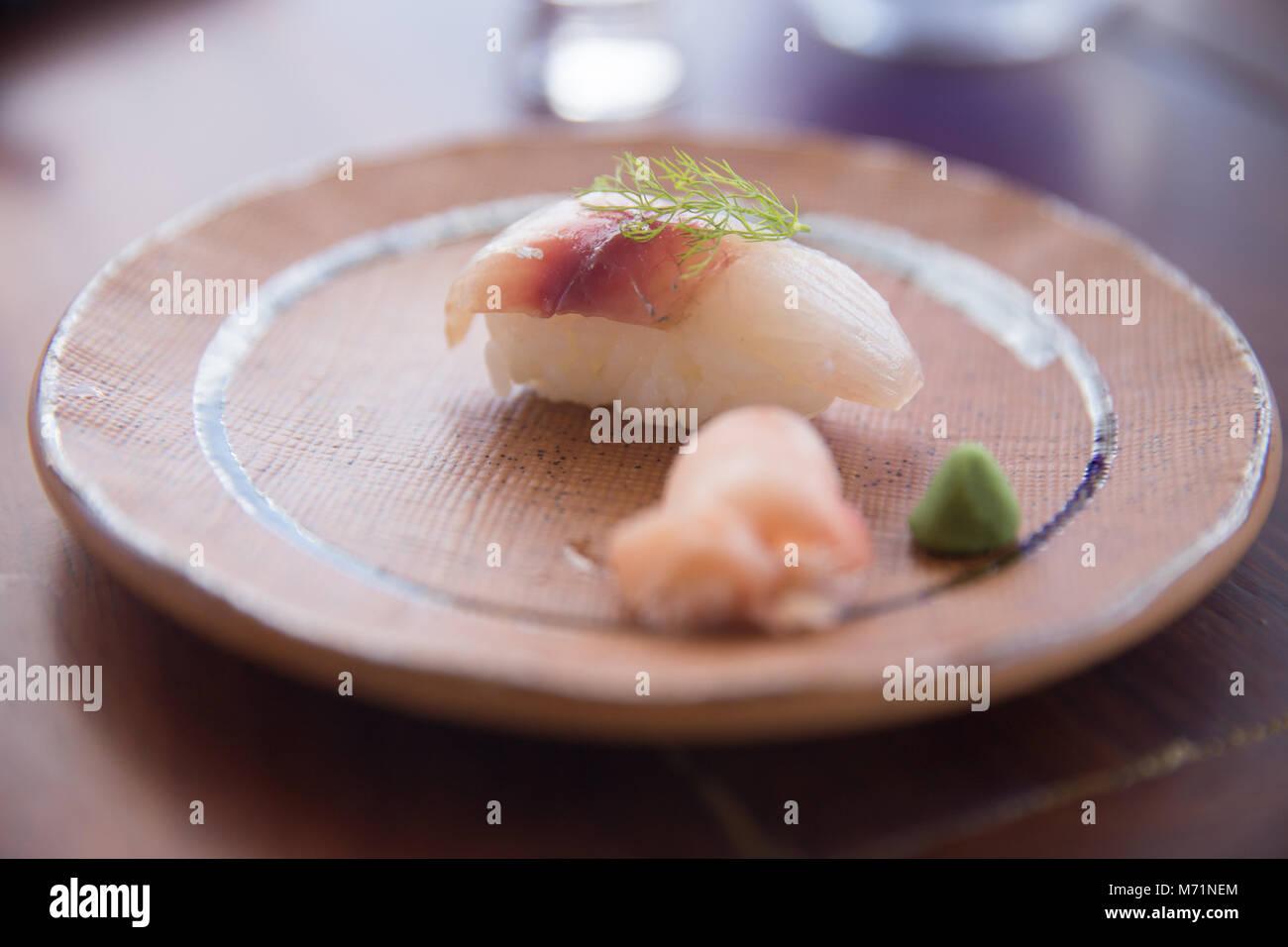 Yellow Tail Nigiri Sushi mit Dill Zweig Stockbild