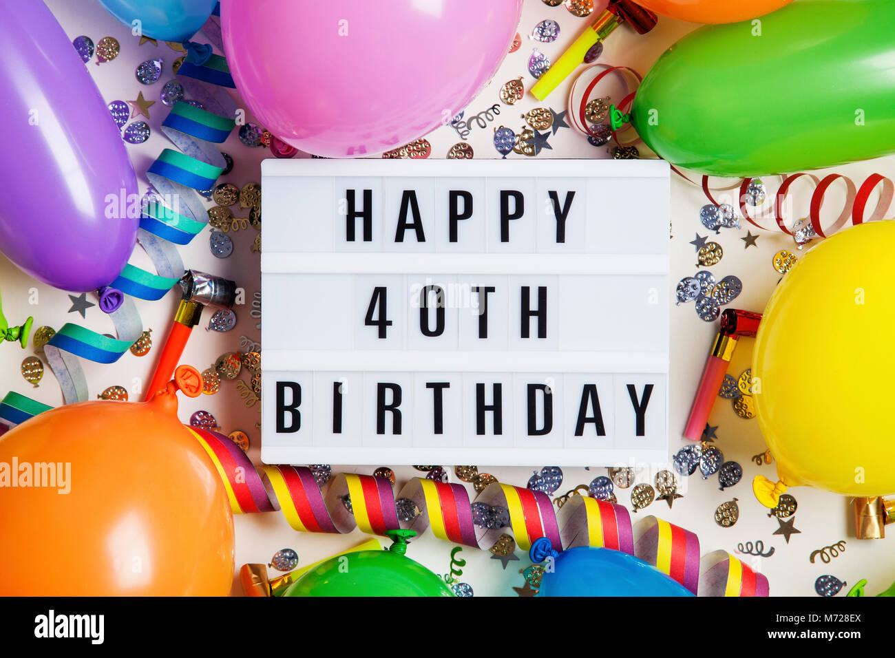 Happy 40th Birthday Celebration Nachricht Auf Ein Leuchtpult Mit Ballons Und Konfetti Stockbild