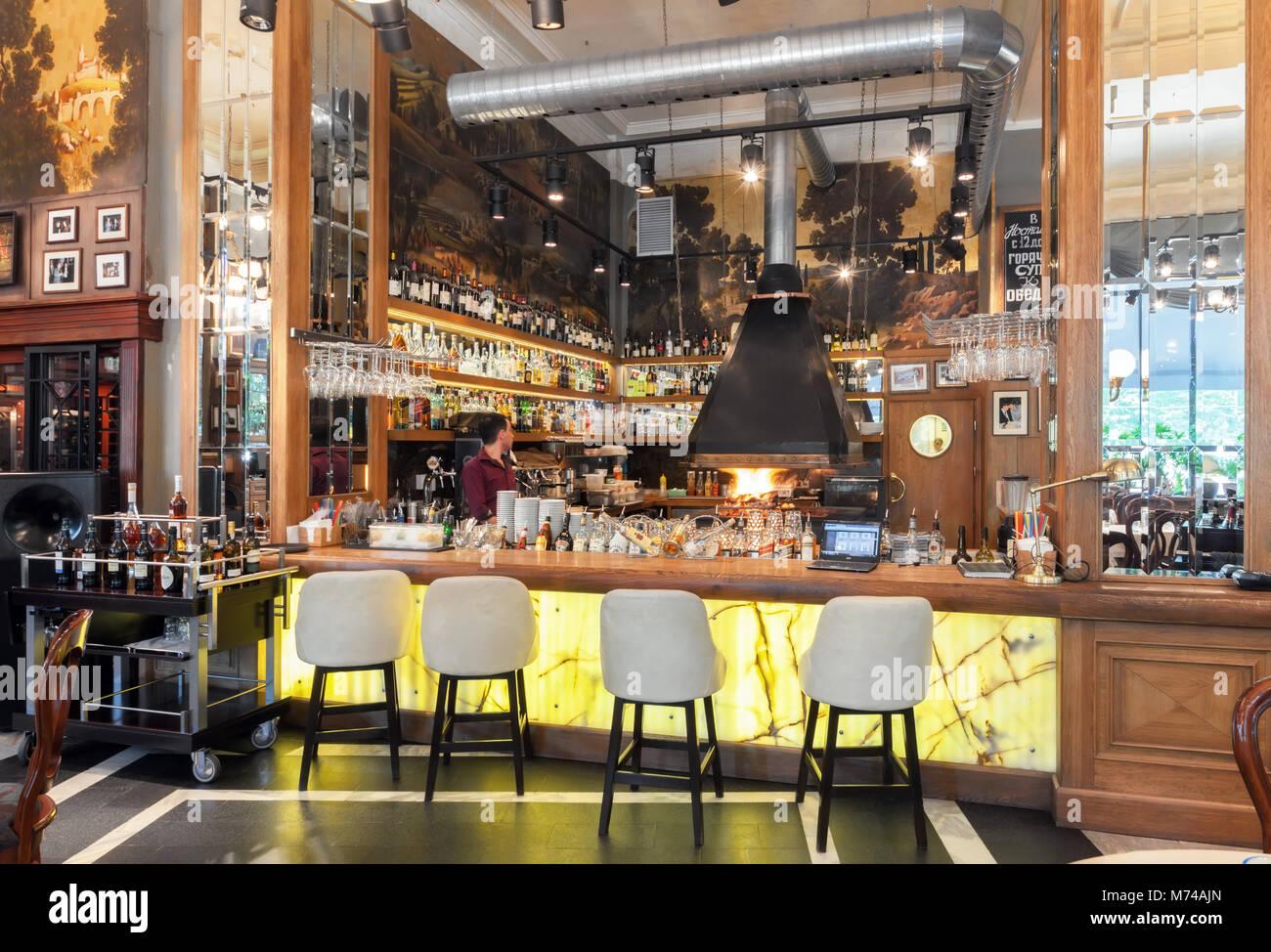 Moskau - Juli 2014: Einrichtung eines luxuriösen Restaurant im Art ...