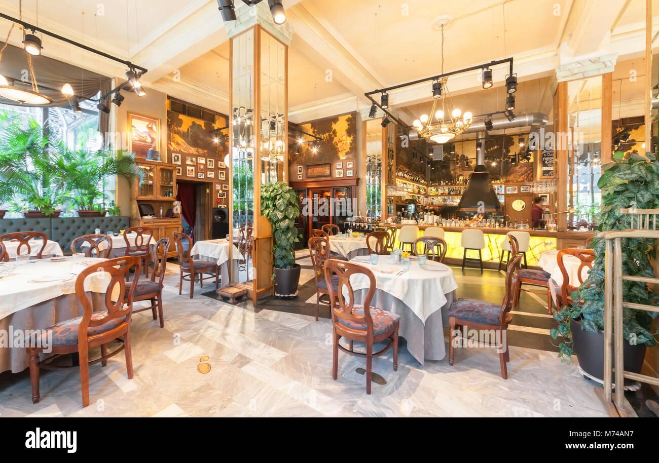 Moskau - Juli 2014: Einrichtung eines luxuriösen Restaurant im Art déco-Stil - 'Nostalgie'. Einrichtungen Stockbild