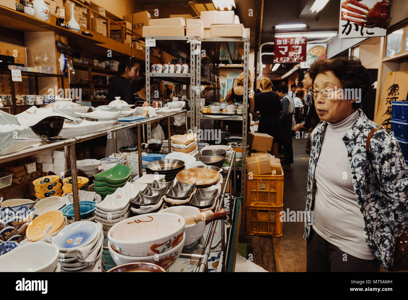 japan shopping traditional stockfotos und -bilder kaufen - alamy
