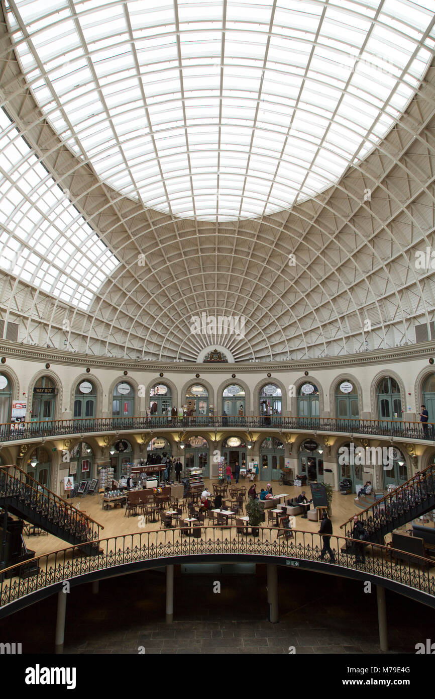 Leeds Corn Exchange Victorian Building Stockfotos & Leeds Corn ...