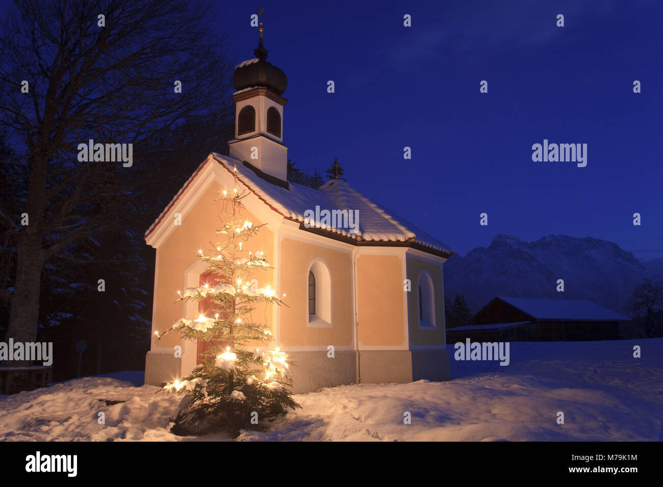 christmas tree chapel evening in stockfotos christmas. Black Bedroom Furniture Sets. Home Design Ideas