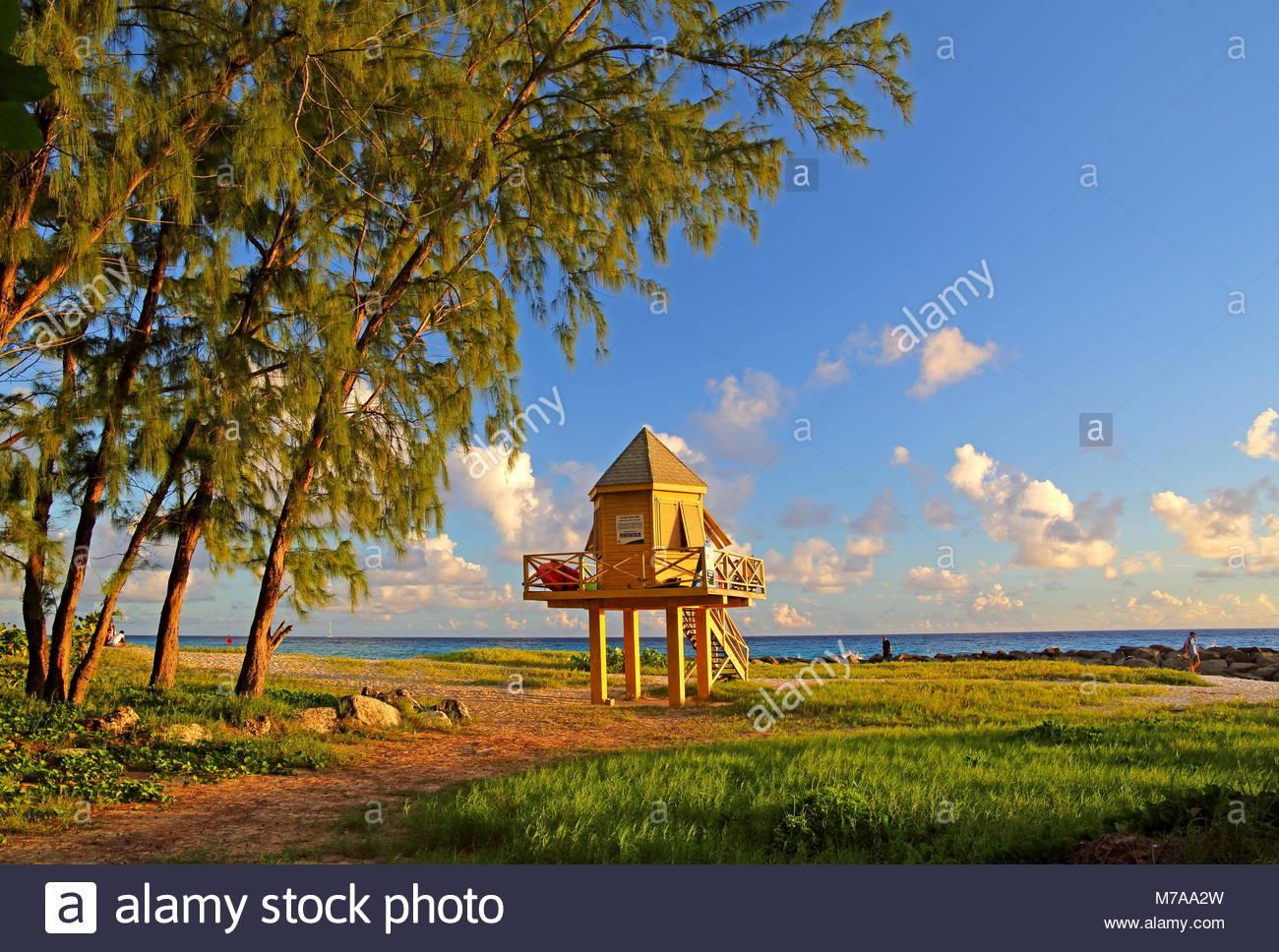 Typische lifeguard Tower am Needhams Point Beach, Brigdetown, Barbados, Karibik, Kleine Antillen, Westindien Stockbild