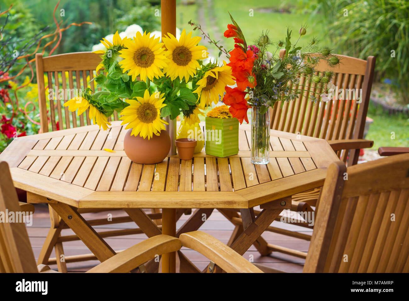 Blumengarten Terrasse Tisch Stockfotos Blumengarten Terrasse Tisch