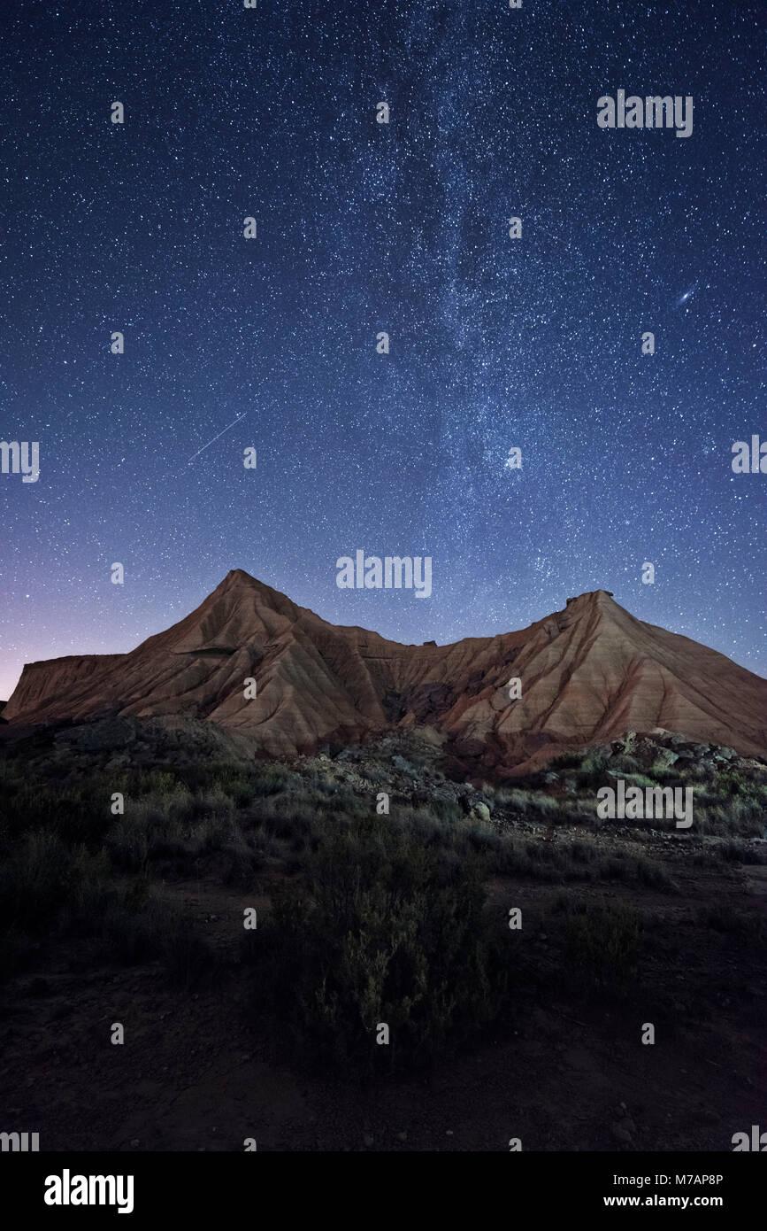 Nachthimmel mit Milchstraße in der Bardena Reales Wüste, Navarra, Spanien Stockfoto