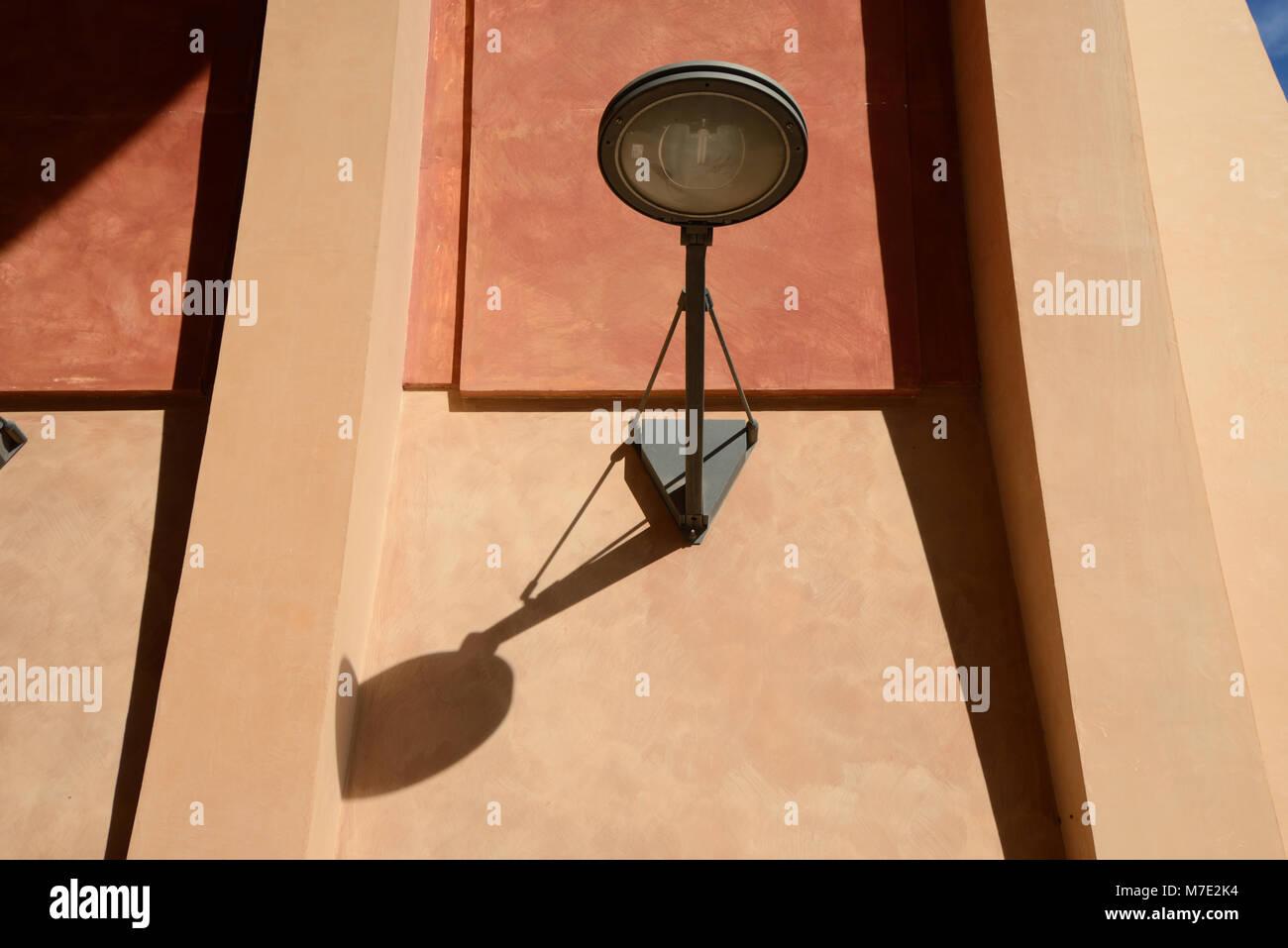 Moderne Straßenleuchte oder moderne Designer Lampe Aix-en-Provence Frankreich Stockbild
