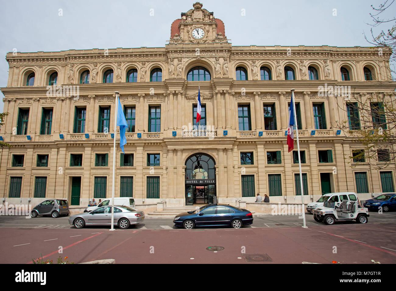 Hotel de Ville (Rathaus), kulturelle Gebäude mit neoklassischen Stil an der alten Stadt Le Suquet, Cannes, Stockbild