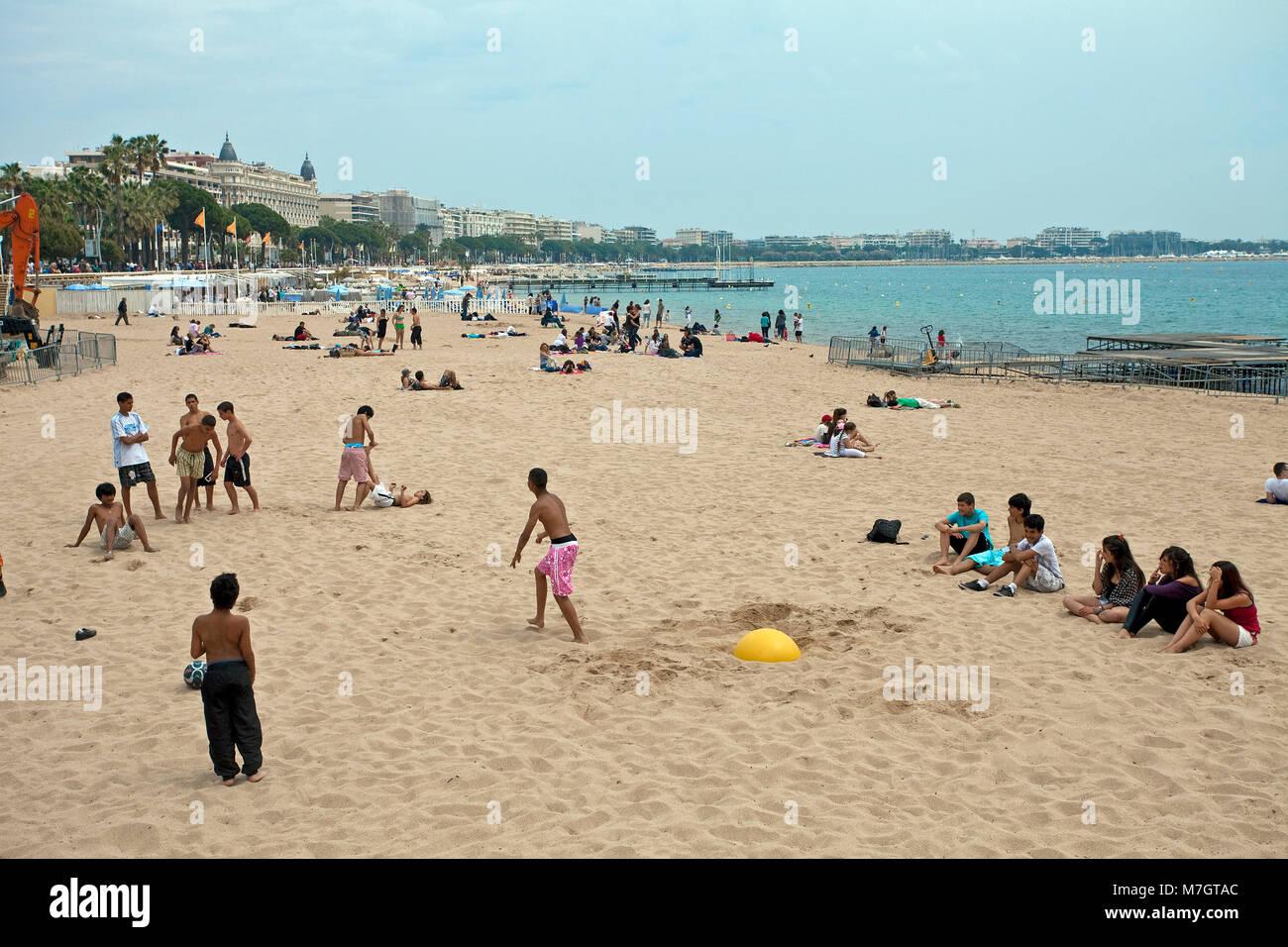 Belebter dem Strand in Cannes, Cannes, Côte d'Azur, Französische Riviera, Suedfrankreich, Frankreich, Stockbild