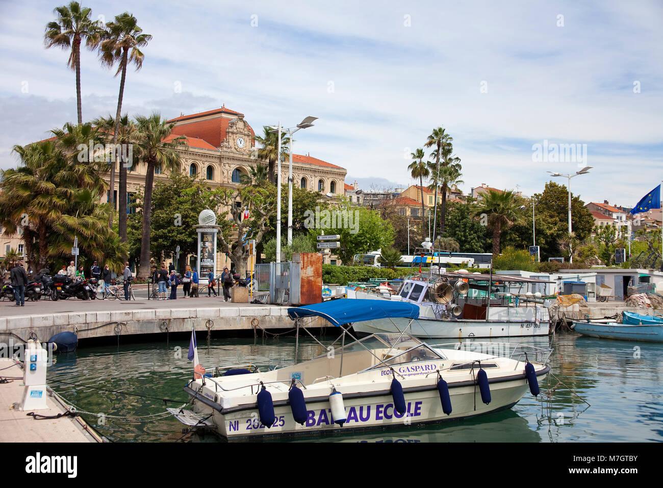 Alten Hafen Vieux Port, hinter dem Rathaus Hotel de Ville, Altstadt Le Suquet, Cannes, Côte d'Azur, Südfrankreich, Stockbild
