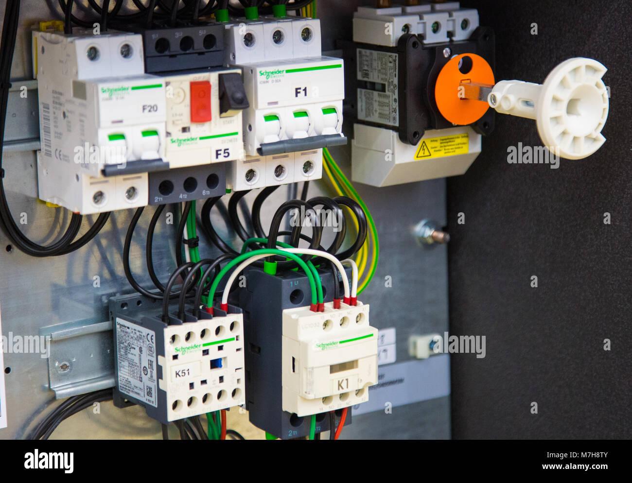 Großzügig Verdrahtung Leistungsschalter Panel Fotos - Elektrische ...