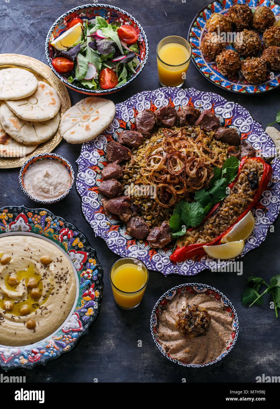 Im Nahen und Mittleren Osten oder arabische Gerichte und ...