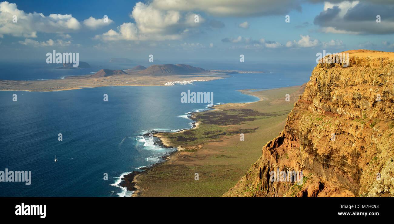 Isla Graciosa, Teil der Chinijo Archipel, aus der Nähe von Guinate, Lanzarote, Kanarische Inseln, Spanien. Stockbild