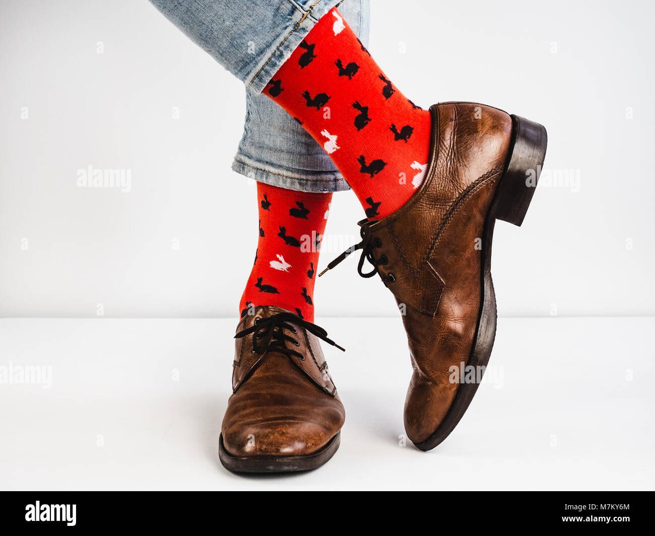 Helle Lustige Socken Vintage Braune Schuhe Und Mens Füße Auf