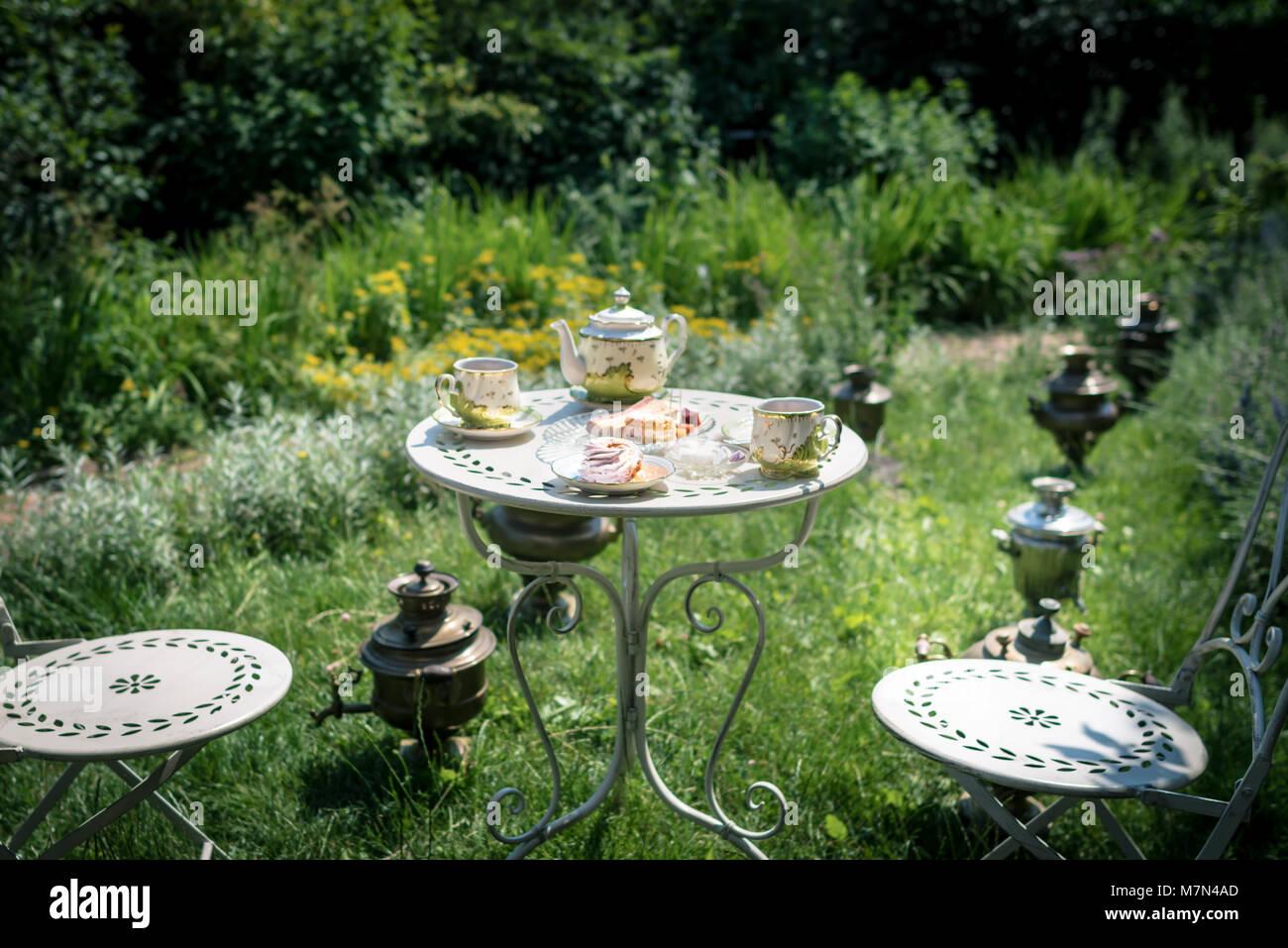 Tee Zeremonie Im Grünen Garten Im Innenhof Des Hauses Mit Kaffee