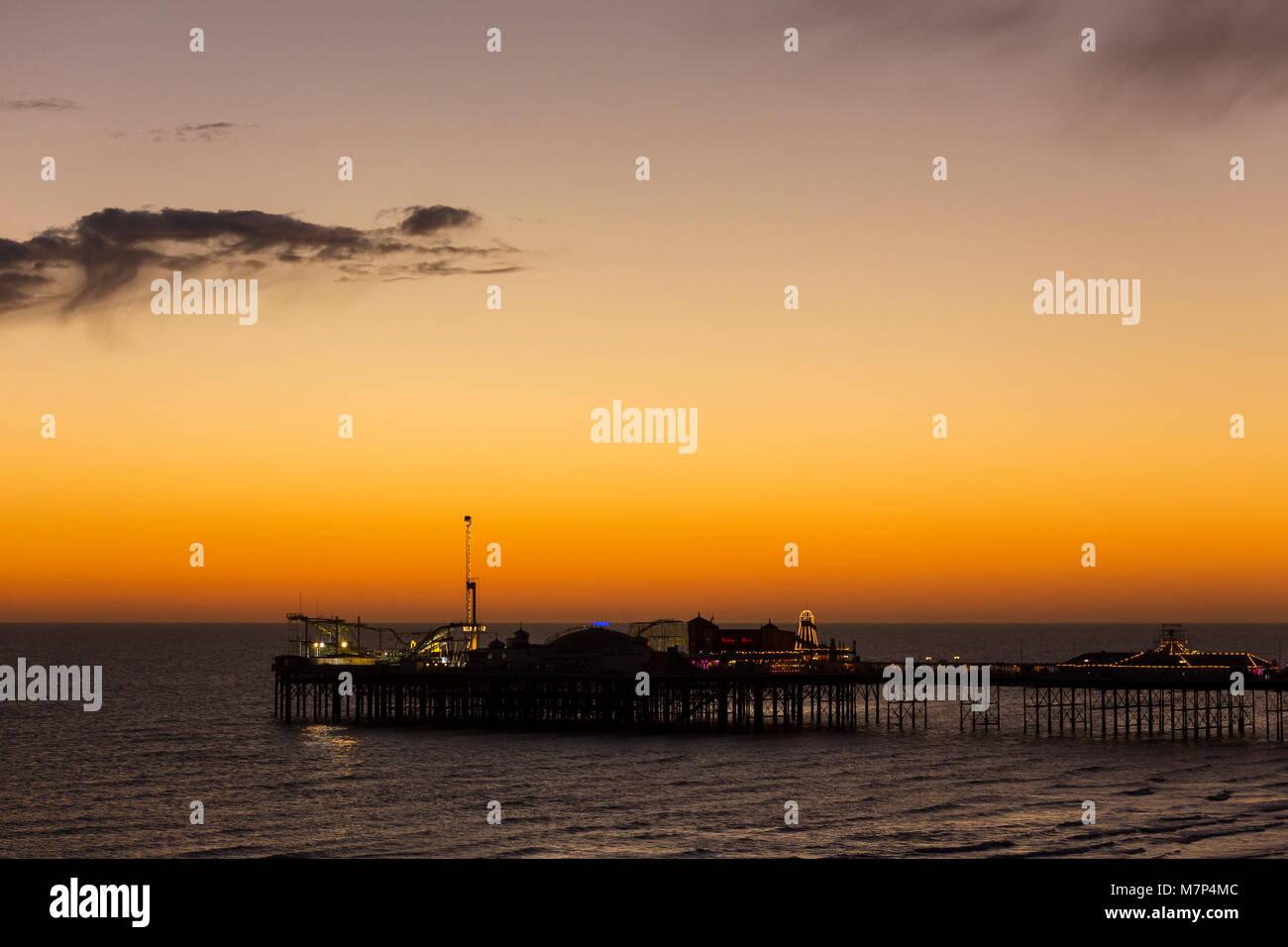 Die Brighton Palace Pier, die gemeinhin als Brighton Pier oder der Palace Pier bekannt ist ein Denkmalgeschütztes Stockbild