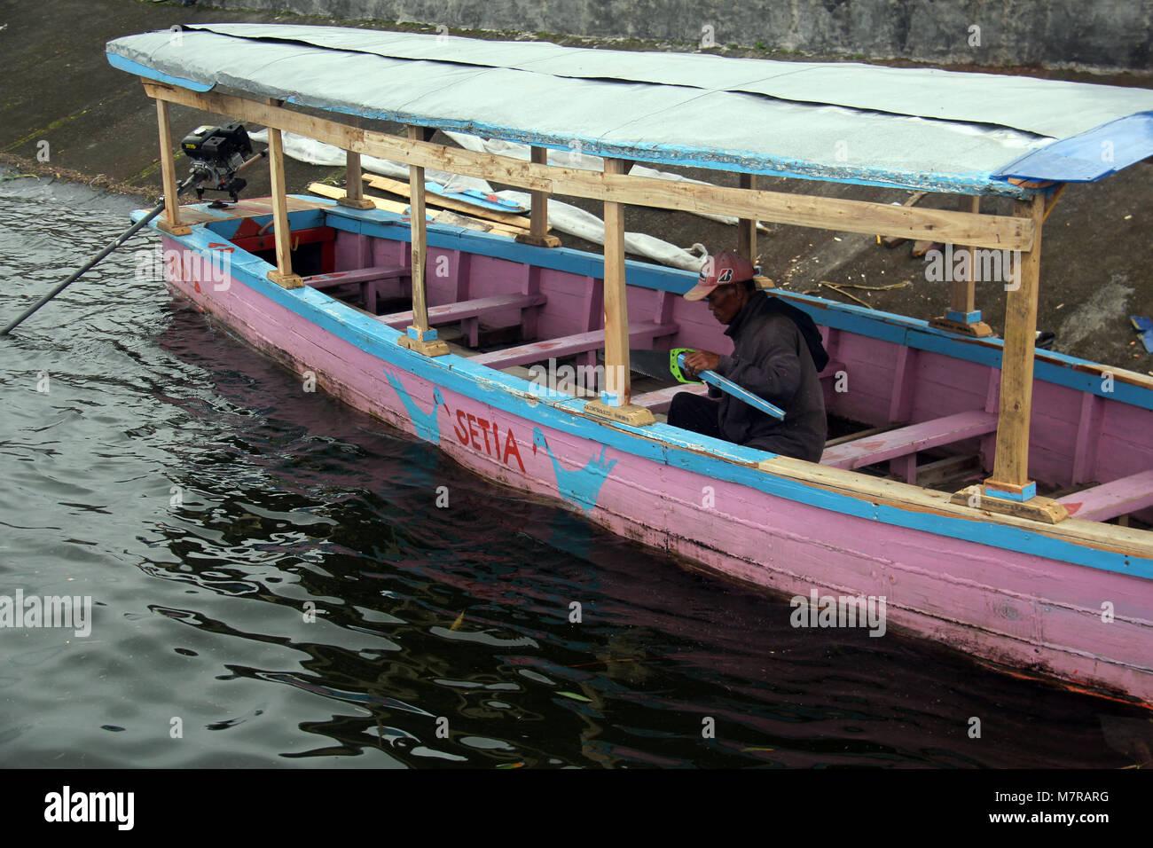 Repairing Wooden Boat Stockfotos & Repairing Wooden Boat Bilder - Alamy