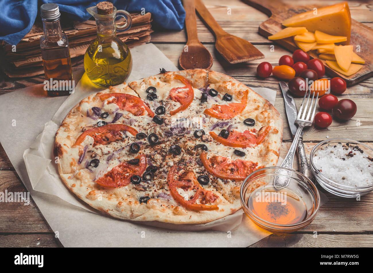 Thin Crust Pizza Stockfotos & Thin Crust Pizza Bilder - Alamy