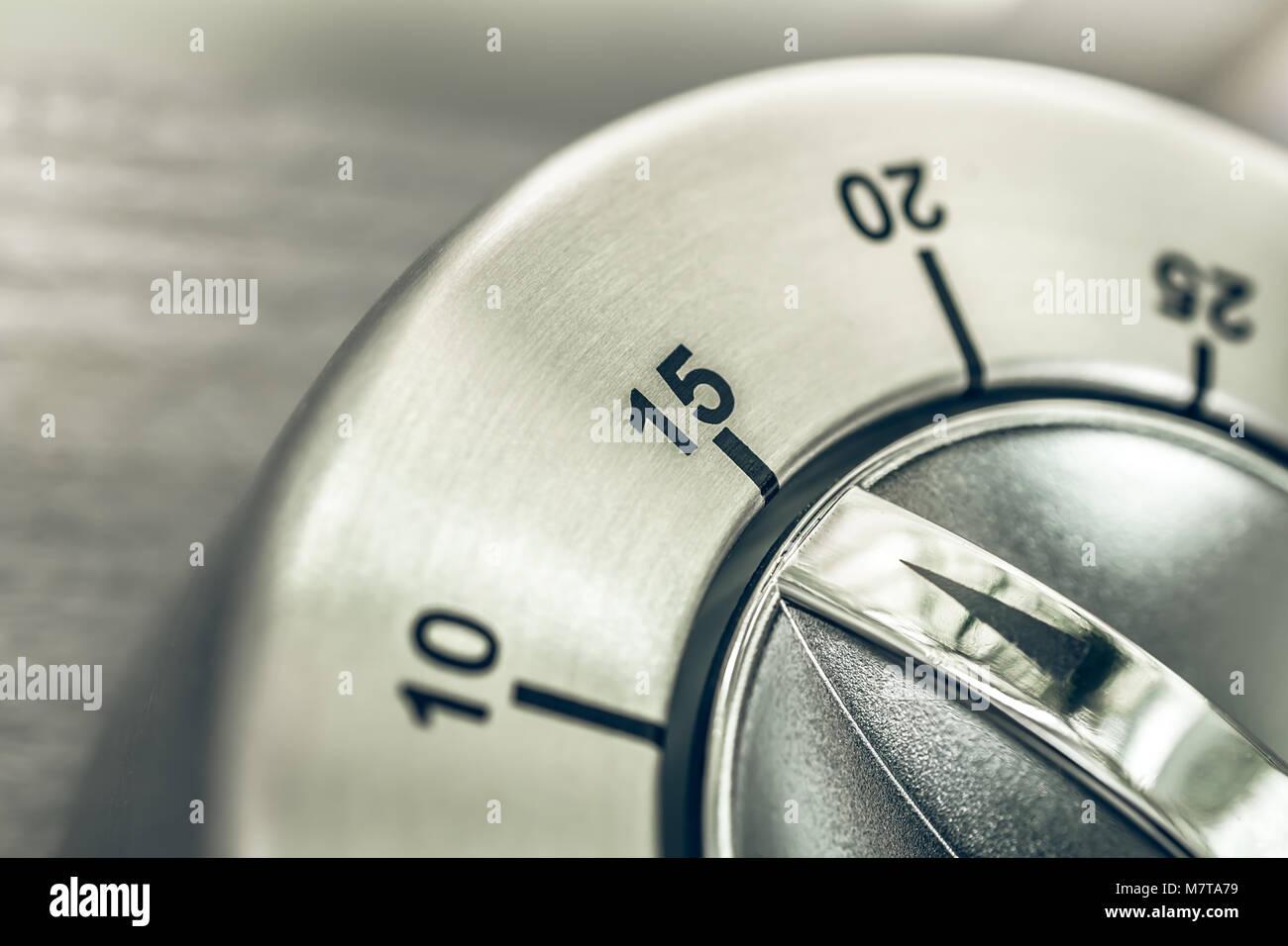15 Minuten, viertel Stunde - Makro eines analogen Chrom Küche Timer ...