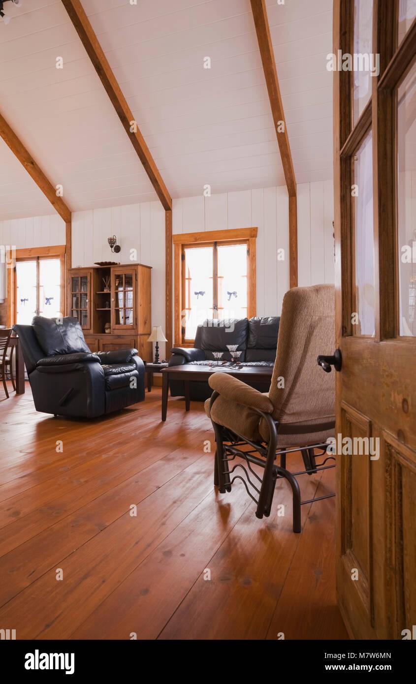 Wohnzimmer in der Erweiterung eines alten Canadiana Landhausstil ...