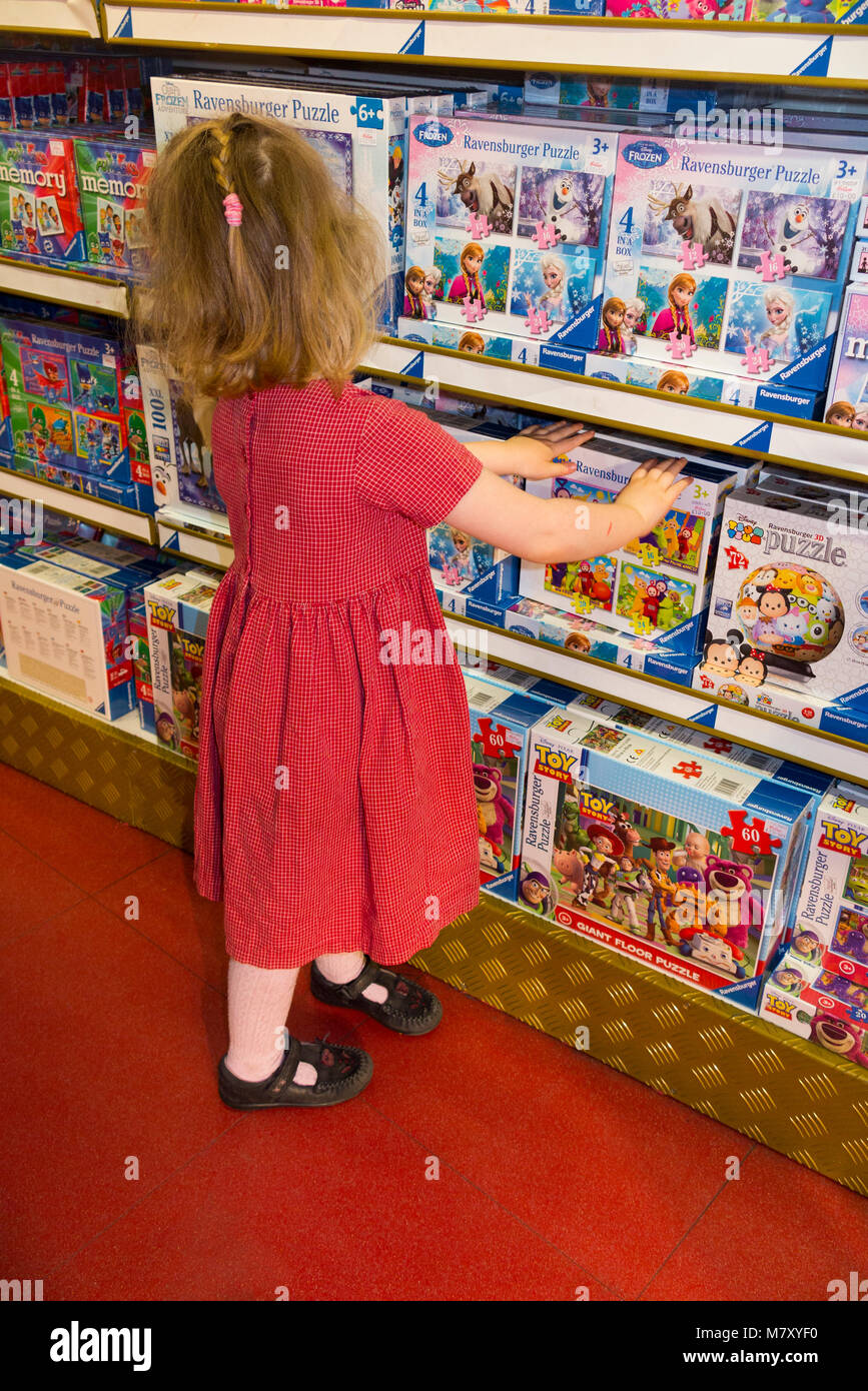 hamleys interior stockfotos hamleys interior bilder alamy. Black Bedroom Furniture Sets. Home Design Ideas