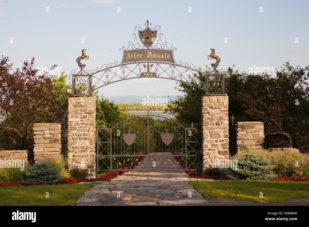 Eingangstor Zu Le Jardin Des Cinq Sens Garten Im La Seigneurie De Lu0027Ile D