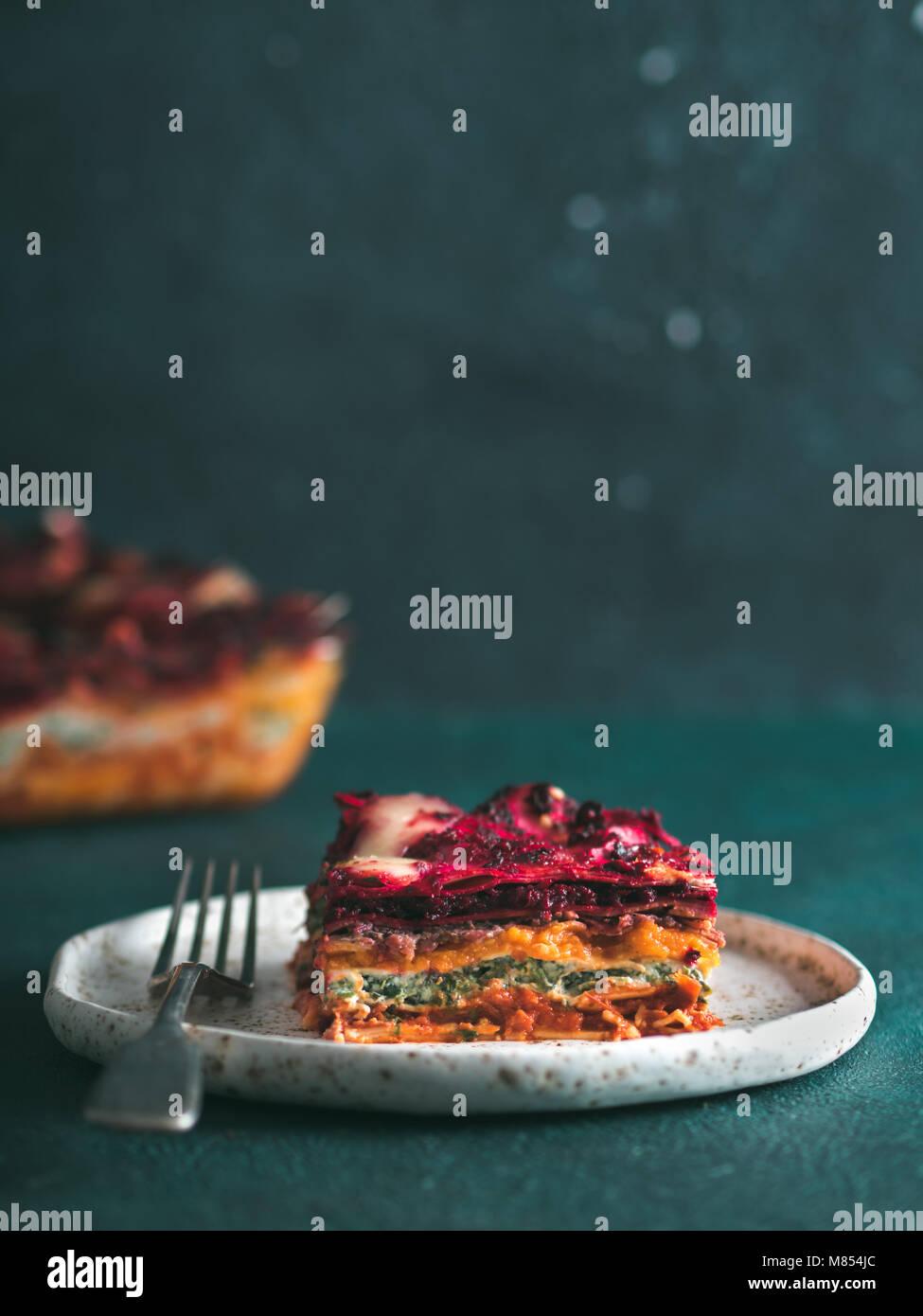 Pflanzliche rainbow Lasagne Stockbild
