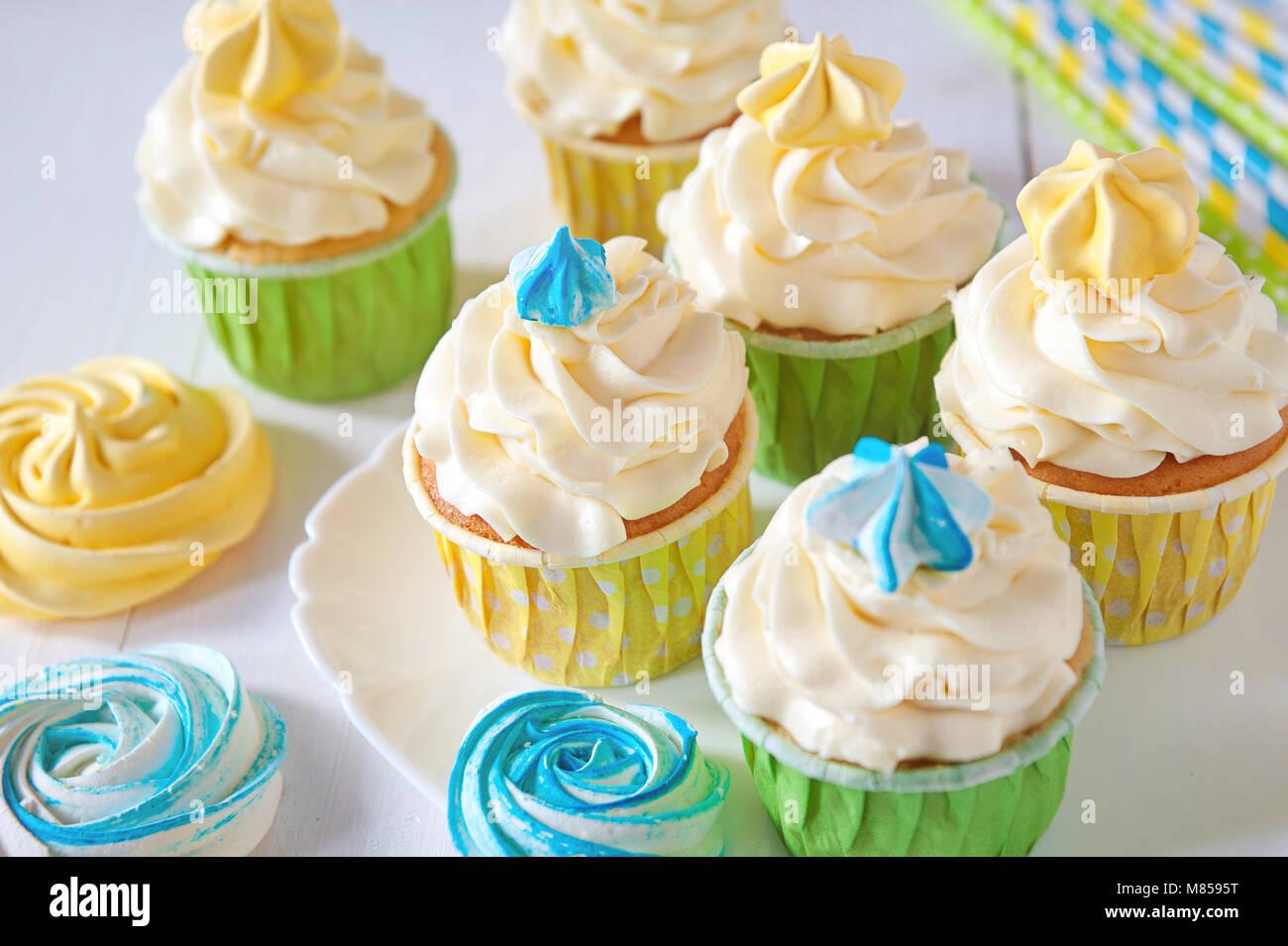 Satz Verschiedene Leckere Cupcakes Auf Lustige Kuchen Stehen