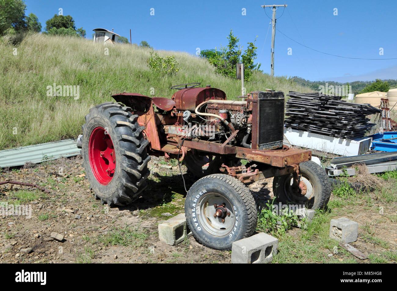 Eine alte DAVID BROWN 950 Traktor nach GEFLICKT haben viele EINE ZEIT HAT ENDLICH wurde beigesetzt Stockfoto