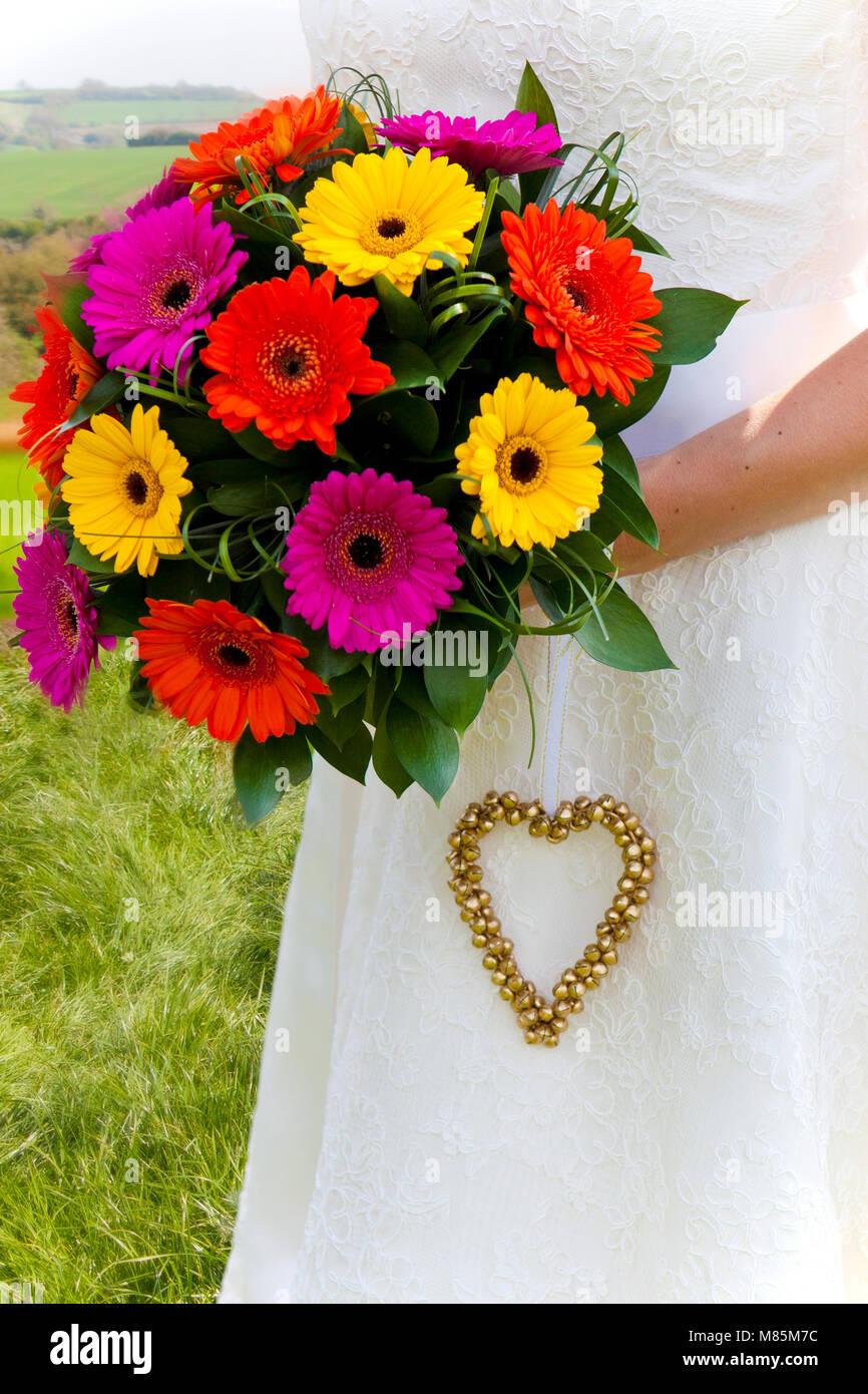 Blumenstrauss Aus Dahlien Hochzeit Blumen Und Herz Dekoration Durch