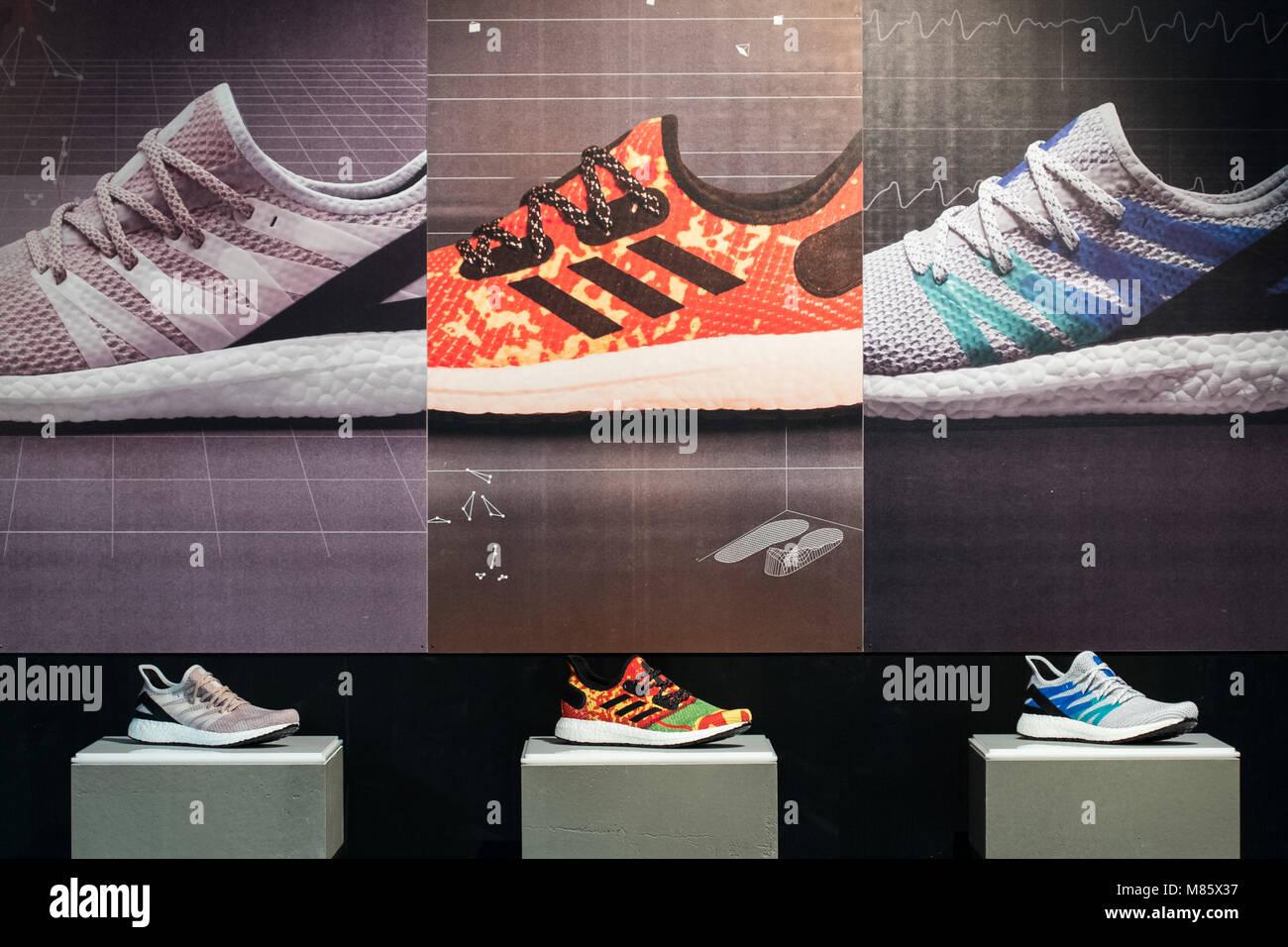 14 März 2018, Deutschland, Herzogenaurach: Adidas Schuhe