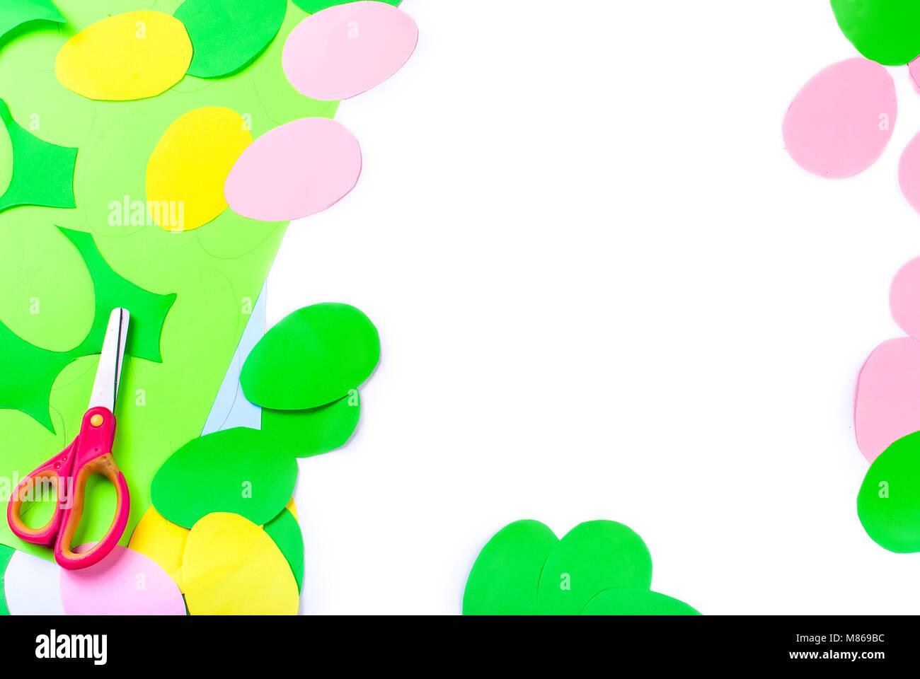Eine Menge Papier Eier Von Verschiedenen Farben Schneiden