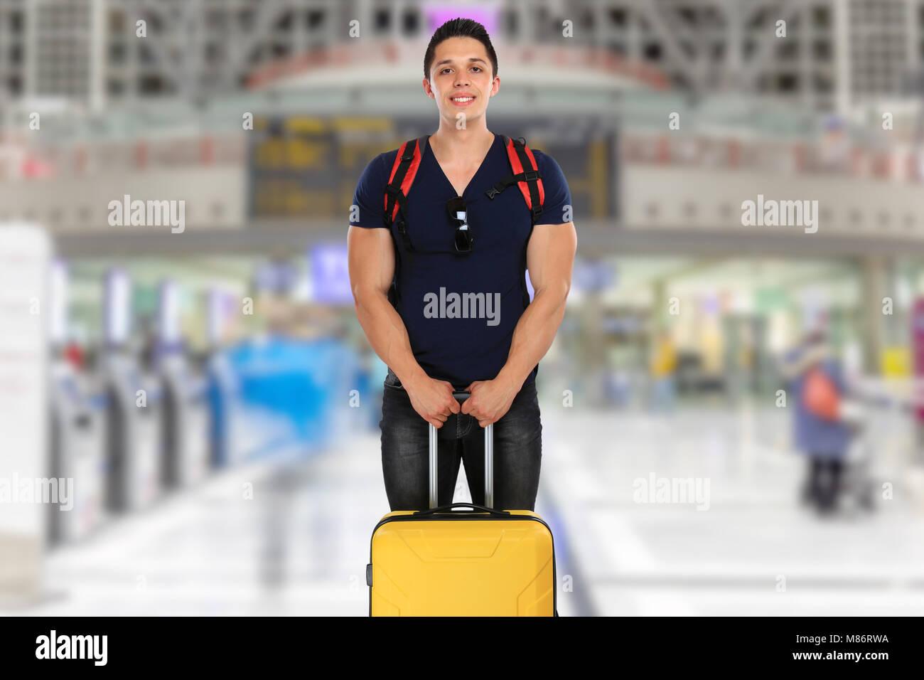 Urlaub Ferien junger Mann mit Gepäck airport travel Reisetasche Stockbild
