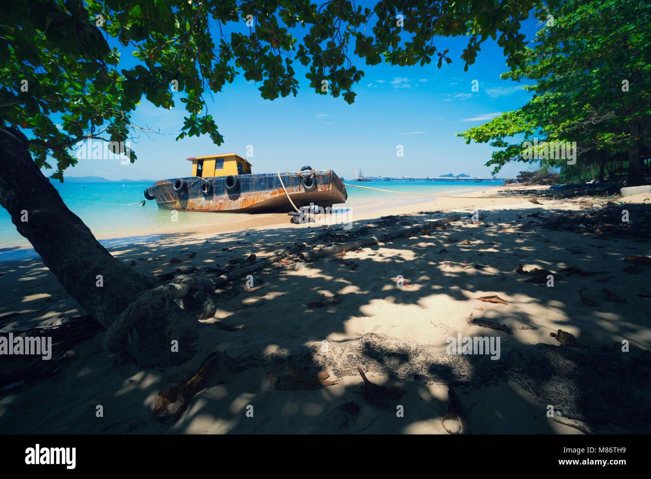 Boot auf einer Beach, Krabi, Thailand Stockbild