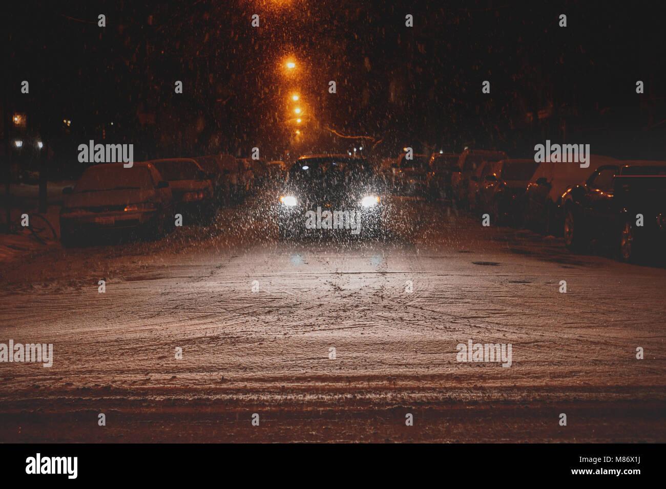 Auto fahren in den Schnee, Chicago, Amerika, USA Stockfoto