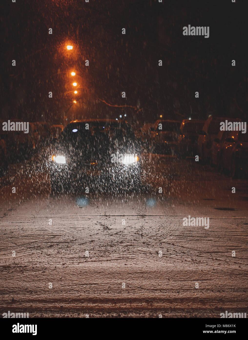 Auto fahren in den Schnee, Chicago, Amerika, USA Stockbild