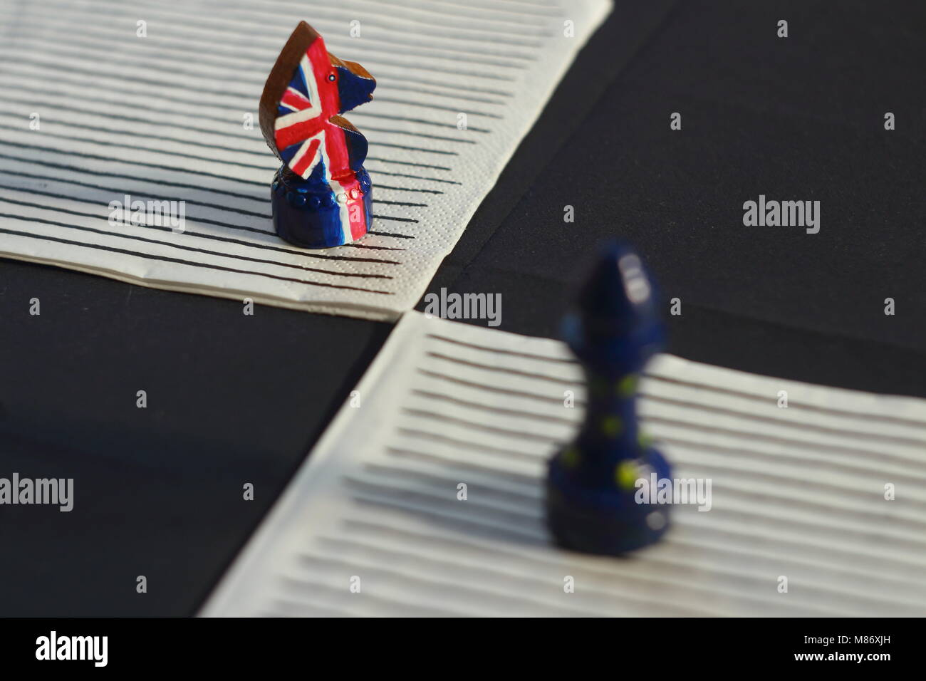 Schach spiel Konfrontation der Vereinigten Europa und Großbritannien Stockbild